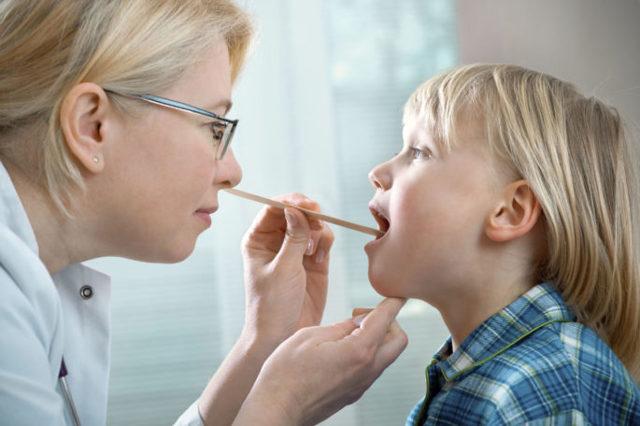 Чем лечить ларинготрахеит у ребенка - препараты и антибиотики для детей