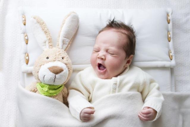 Почему грудничок хрюкает носом и хрипит - что делать для младенца
