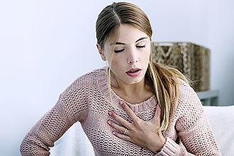 Больно глотать, но горло не болит – что это и что нужно делать