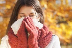 Как лечить зеленые сопли у взрослого – способы избавиться от насморка
