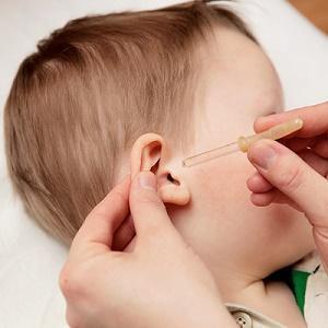 У ребенка из уха течет желтая жидкость – причины выделения и лечение