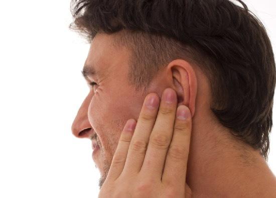Почему пахнет за ушами у взрослых – причины неприятного запаха у женщин и мужчин