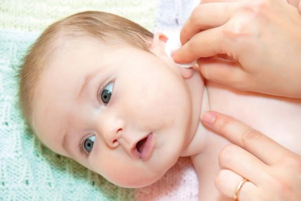 Как правильно промыть уши в домашних условиях ребенку и взрослому