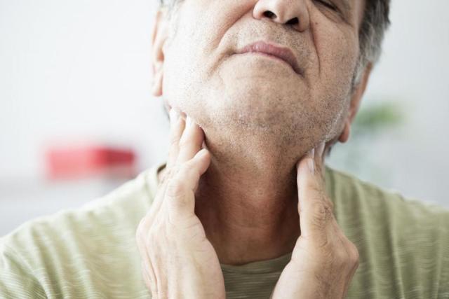 Что делать если воспалилась гланда с одной стороны - лечение миндалин
