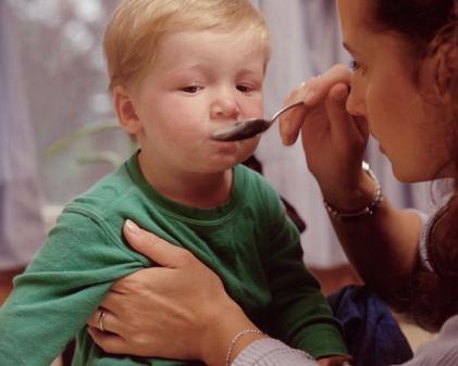 Сильный кашель до рвоты у ребенка – что делать и причины