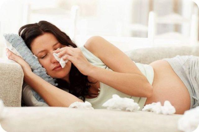 Насморк и ринит при беременности на ранних и поздних сроках (1, 2 и 3 триместр)