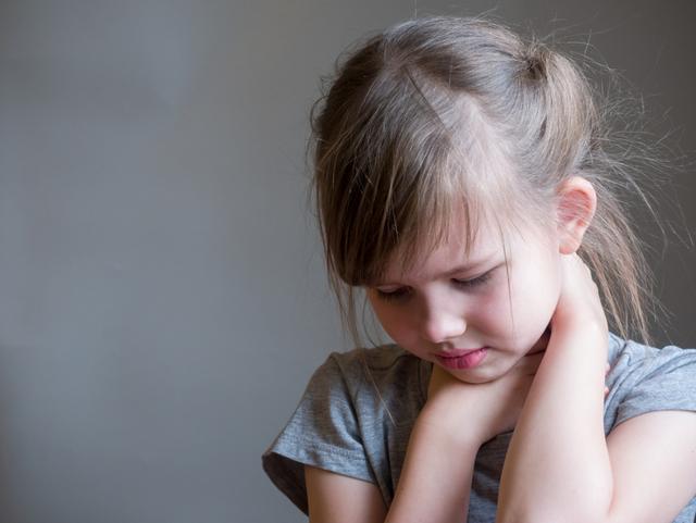 Бактериальная ангина — симптомы и лечение у взрослых и детей