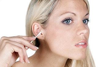 Заложило ухо после чистки – что делать и как лечить