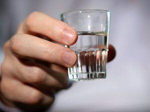 Ангина и алкоголь — можно ли пить водку и употреблять вино