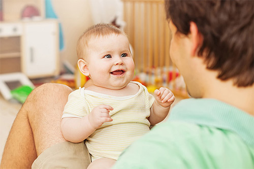 Как проверить слух у новорожденного в роддоме и в домашних условиях