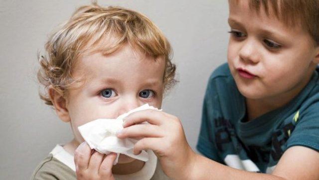 Быстрое лечение насморка у детей народными средствами дома