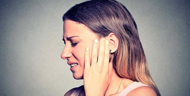 Немеет ухо – причины онемения и что делать в данном случае