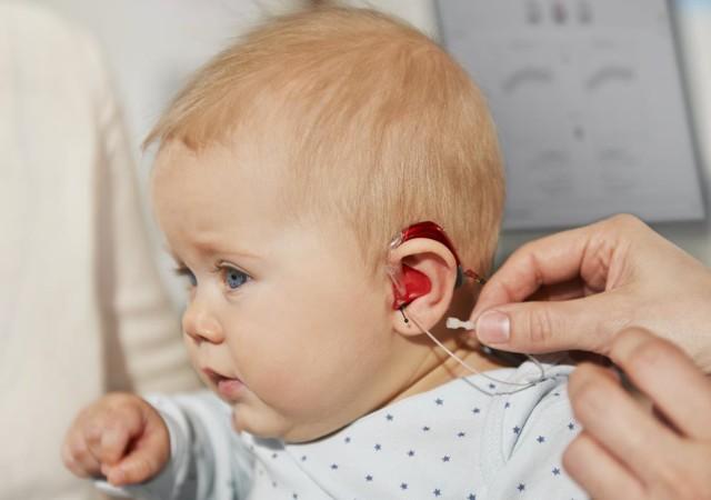 Последствия отита у детей – ребенок плохо слышит, осложнения и снижение слуха