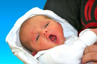 Новорожденный ребенок хрюкает носом, но соплей нет - причины и лечение