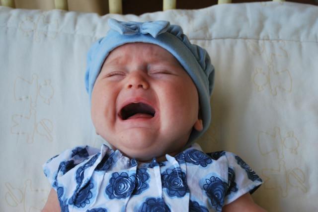 Насморк и сопли у новорожденного ребенка