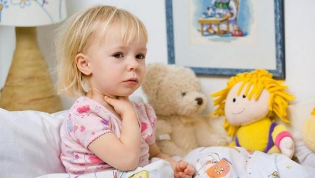 У ребенка болит горло и больно глотать – что делать и чем лечить