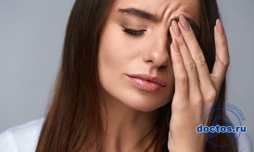 Что делать если болит голова при насморке – причины и лечение