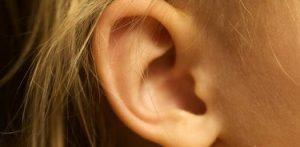 Выделения из уха – что делать, если течет прозрачная или желтая жидкость