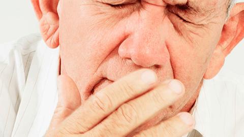 Лечение острого ринита у взрослых в домашних условиях и поликлинике