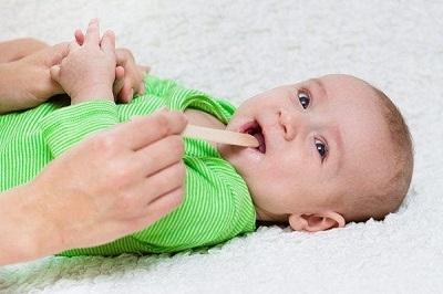 Е.О. Комаровский - чем и как лечить красное и больное горло у ребенка