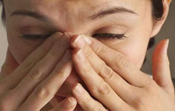 Болит переносица при нажатии – причины и лечение носа