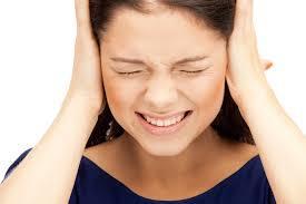 Почему булькает и хлюпает в ухе – что делать при чваканьи