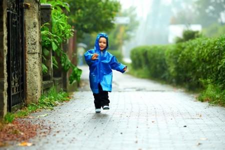 Можно ли гулять с ребенком при кашле и насморке зимой и летом
