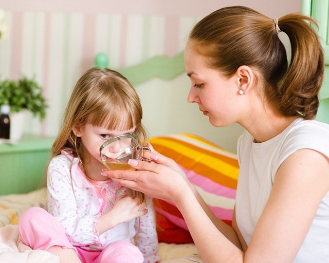 Белый налет в горле у ребенка на гландах и на миндалинах