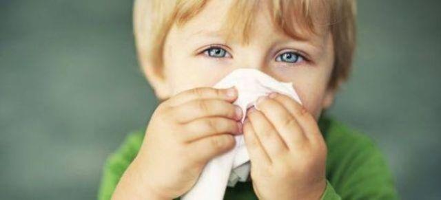 Чем лечить насморк и сопли у ребенка - средства и лекарства для детей