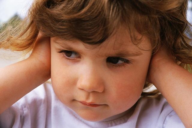 Двусторонний отит у взрослых и детей - симптомы и лечение