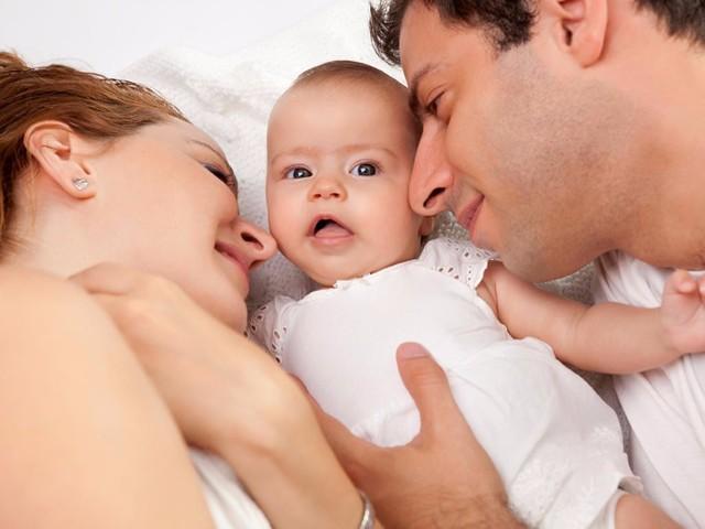 Можно ли купать новорожденного грудничка при насморке