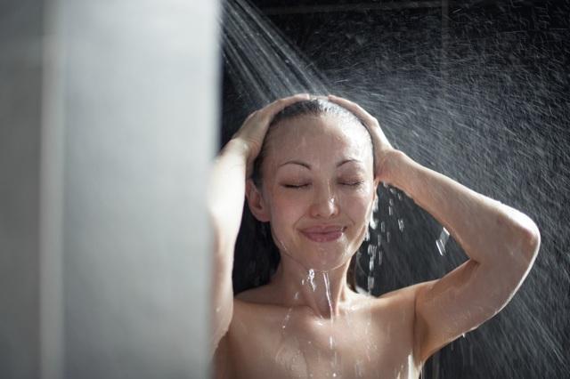 Купание при отите – можно ли мыть голову и ходить в баню