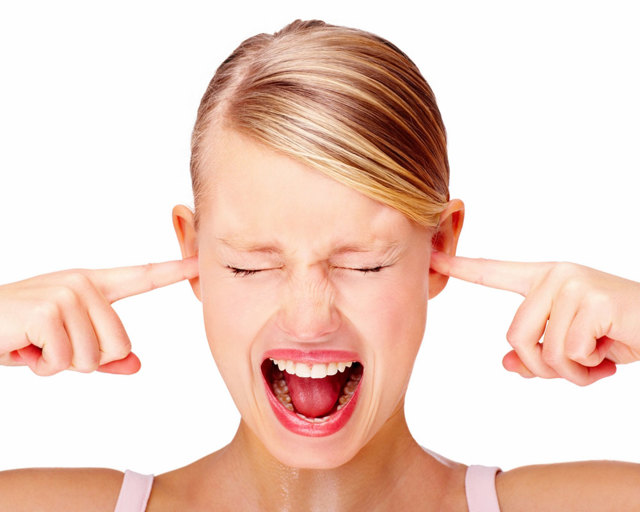 Почему звенит в ушах постоянно – причины и что делать при частом звоне