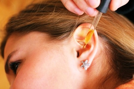 Болит ухо при нажатии и надавливании снаружи и на косточку за ушами