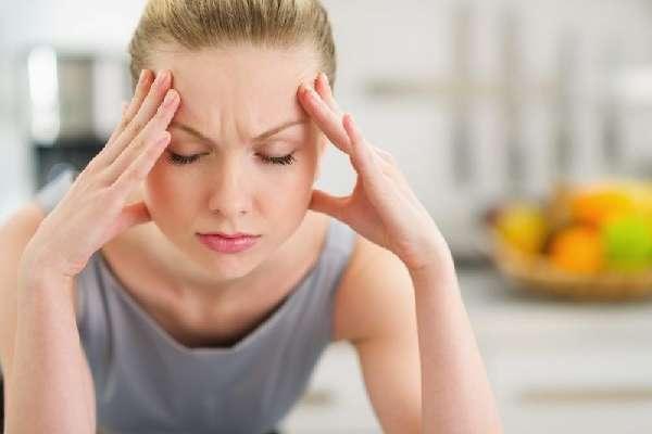 Хруст в ухе – причины появления при движении челюстью и глотании