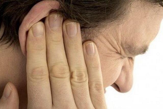 Что делать, если мочка уха опухла и болит (чешется и покраснела)