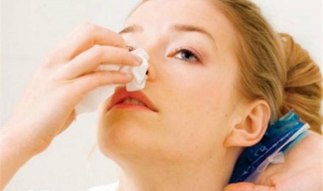 Сопли с кровью при насморке у взрослых - причины кровяных выделений из носа