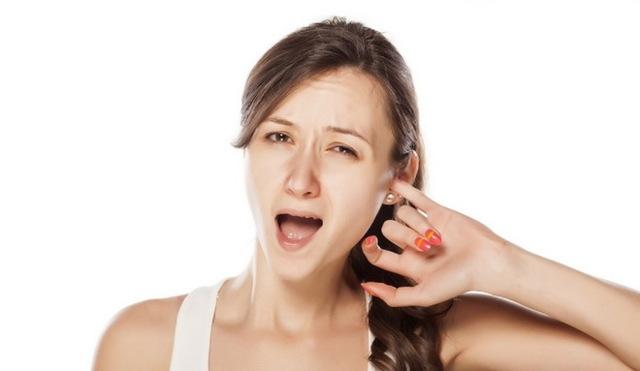 Кровь в ухе при чистке – причины ее появления на ватной палочке