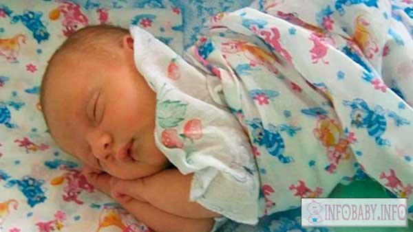 Лечение насморка у грудничка 1 месяца - что делать с соплями у месячного ребенка