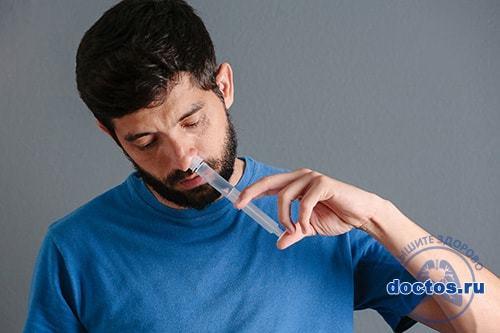 Как промывать нос соленой водой и солевым раствором в домашних условиях