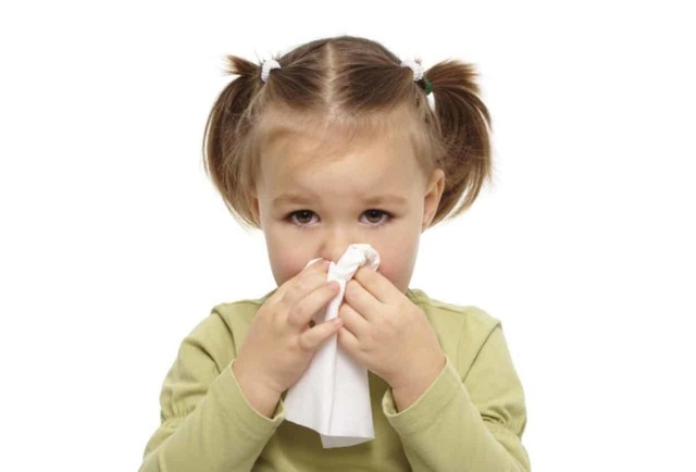 Жидкие прозрачные сопли у ребенка текут из носа, как вода