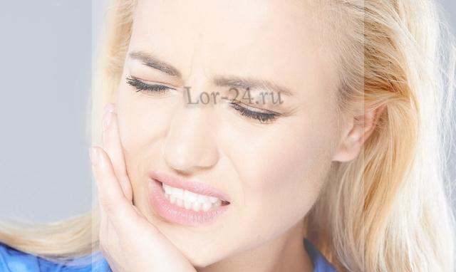 Боль в ухе при жевании и открывании рта – причины, лечение