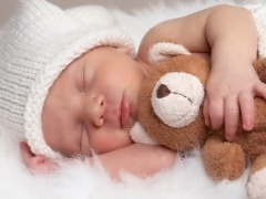 Болит красное горло у грудничка и новорожденного