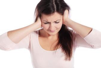 В ухе как будто что-то шуршит, но не болит – причины шуршания