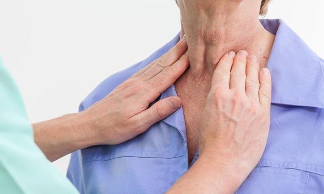 Почему болит горло – причины боли с двух или с одной стороны