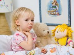 Чем лечить горло ребенку до 3 лет – лекарства и средства для детей