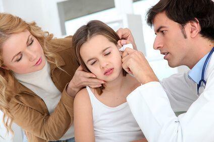 Жидкость в ухе за барабанной перепонкой: лечение ребенка и взрослого