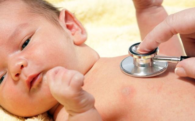 Кашель и насморк без температуры у грудничка – как лечить младенца