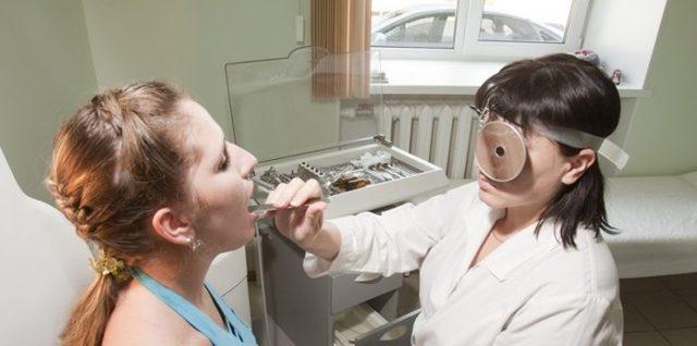 Ангина и белый налет на миндалинах - как снять и убрать пятна
