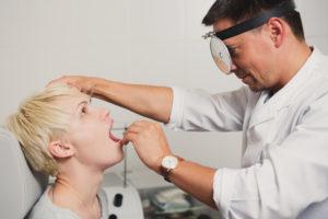 Кто лечит ангину – лор или терапевт: к какому врачу обращаться